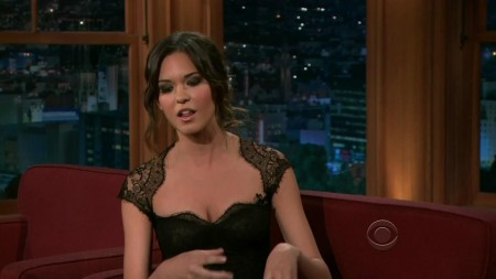 Odette Annable Yustman Late Late Show Craig Ferguson Interview Screencaps