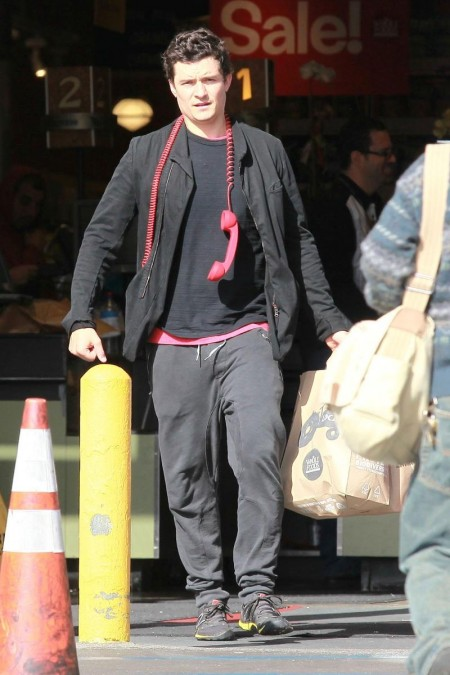 Orlando Bloom Shopping Big Red Phone Zac Efron