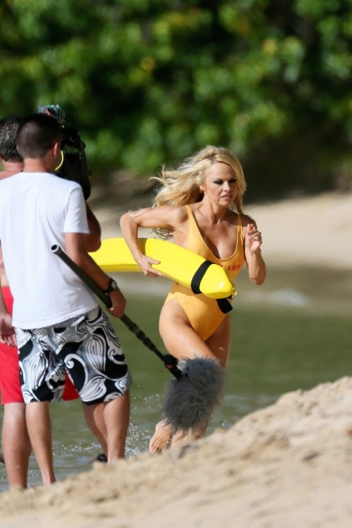 Pamela Anderson In Swimsuit Filming Tv Show In Hawaii Tv