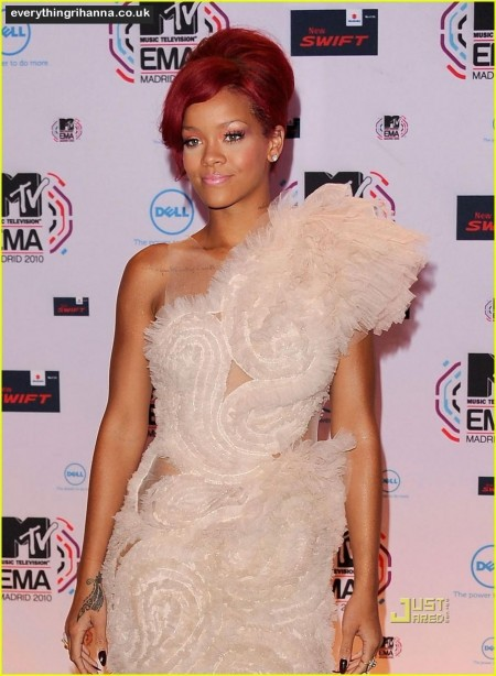 Rihanna Mtv Emas Red Carpet Red Carpet