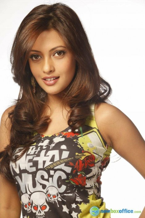 Riya Sen Hot In Mutham Thara Vaa