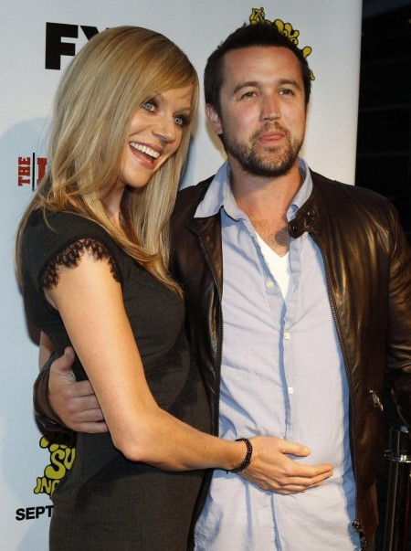 Cast Members And Married Couple Kaitlin Olson And Rob Mcelhenney Pose
