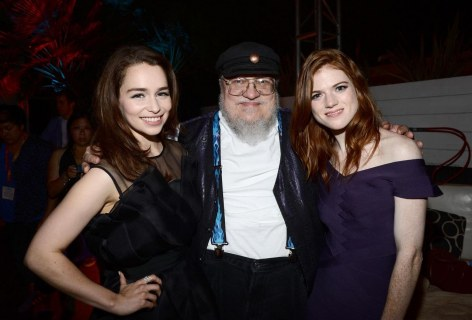Conventions et autres sorties George-martin-rose-leslie-and-emilia-clarke-large-picture-emilia-clarke-1112389477