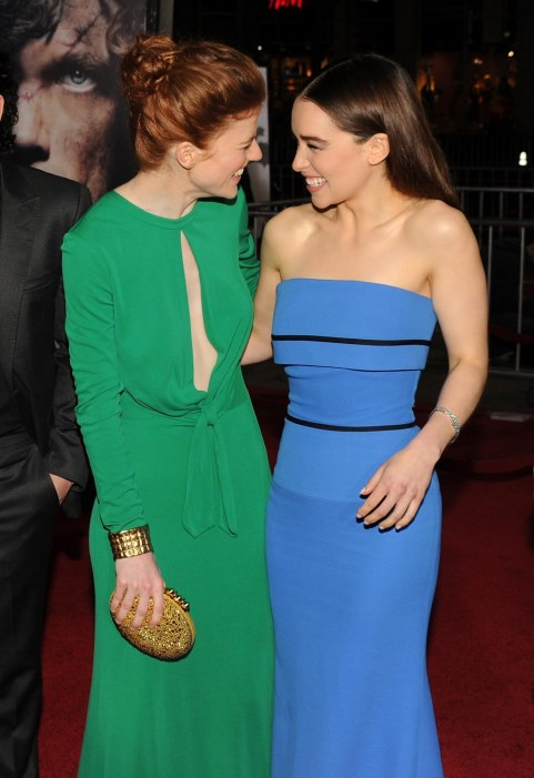 Rose Leslie And Emilia Clarke In Urzeala Tronurilor Large Picture Emilia Clarke
