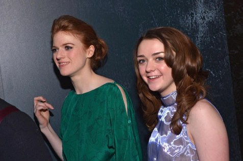 Conventions et autres sorties Rose-leslie-and-maisie-williams-in-urzeala-tronurilor-large-picture-kit-harington-722132533