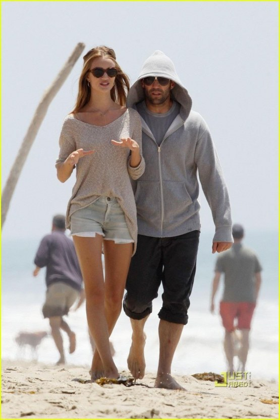 Rosie Huntington Whiteley Jason Statham Seaside Stroll Rosie Huntington Whiteley