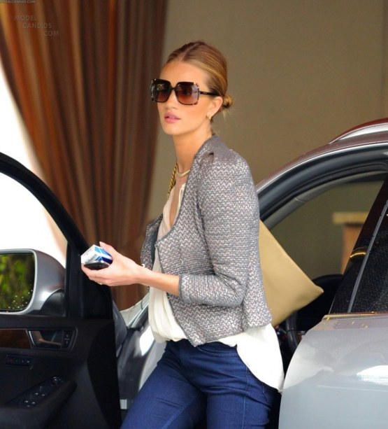Rosie Huntington Whiteley Spotted The Sunset Tower In La Feb Th Rosie Huntington Whiteley Rosie Huntington Whiteley