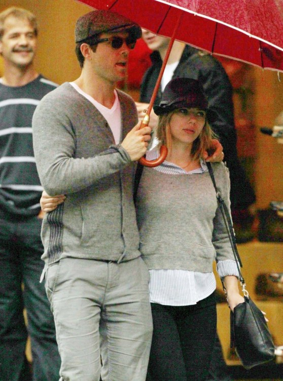 Preppie Scarlett Johansson And Ryan Reynolds Out In Vienna Austria Lo And Scarlett Johansson