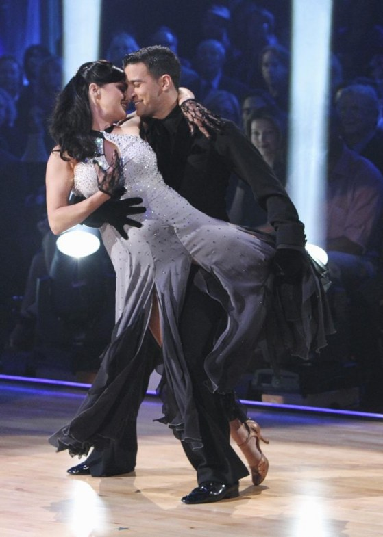 Shannen Dancing With The Stars Week One Viennese Waltz Shannen Doherty Dancing With The Stars