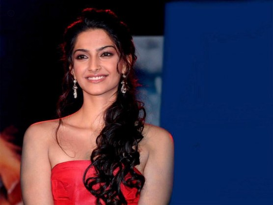 New Sonam Kapoor Hd Wallpapers Collection Wwwrqwallpapersblogspotcom