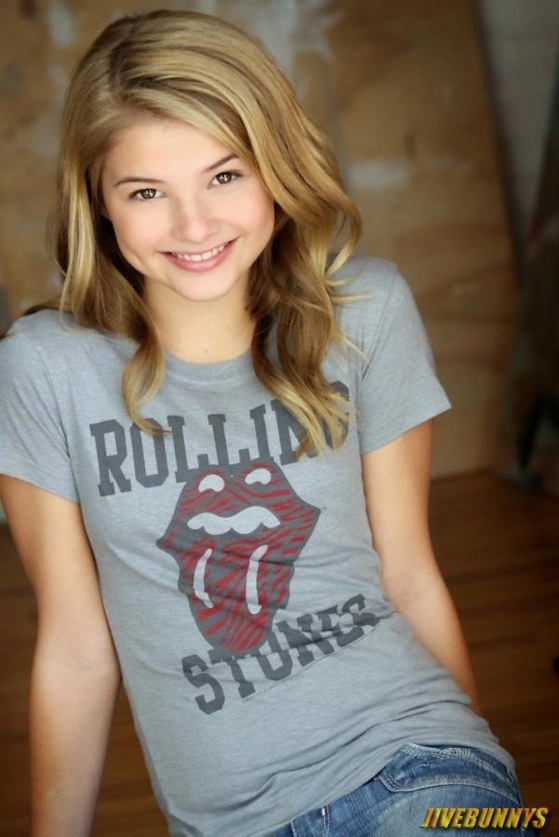 Full Stefanie Scott Fashion