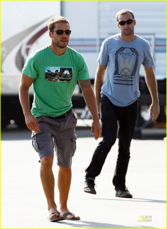 On The Set Of Savages Taylor Kitsch Savages