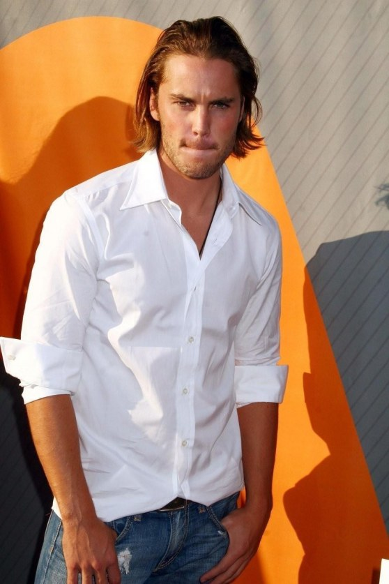 Taylor Kitsch In White Long Sleeve Shirt With Denim Jeans All People Photo Girlfriend