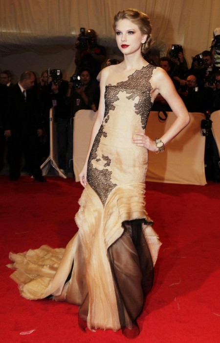 Singer Taylor Swift Poses On The Red Carpet At The Metropolitan Museum Red Carpet