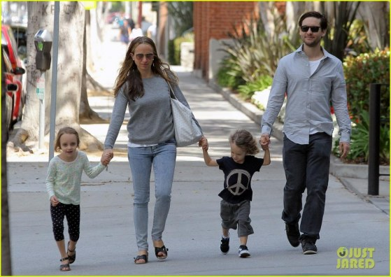 Tobey Maguire Sunday Stroll With The Family Tobey Maguire
