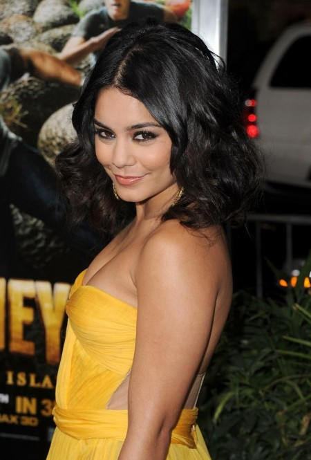 Vanessa Hudgens Cleavage Journey The Mysterious Island Bra