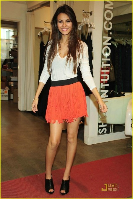 Victoria Justice Is Bomber Jacket Beautiful Victoria Justice Modeling
