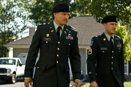 Picture Of Woody Harrelson And Ben Foster In The Messenger Large Picture