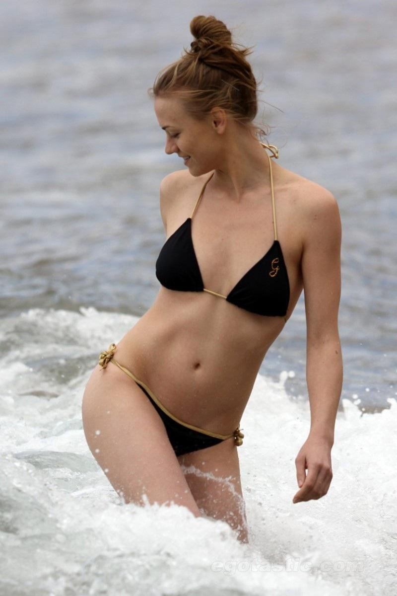 Yvonne Strahovski Hot Ass In Bikini Hot